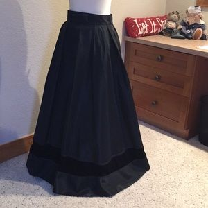 Dresses & Skirts - Black taffeta skirt with black velvet panel accent